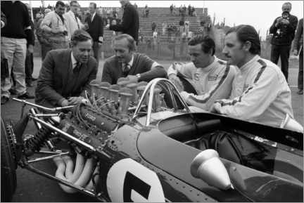 Acrylglas print  Keith Duckworth, Colin Chapman, Jim Clark and Graham Hill, Lotus 49 Ford 1967