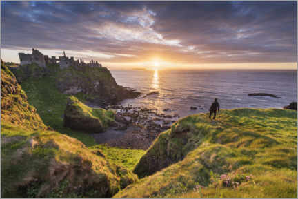 Acrylglas print  Wanderer looks out over Ireland's coast - The Wandering Soul