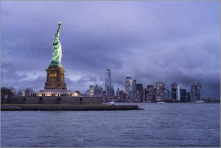 Canvas print  Statue of Liberty in front of the Manhattan skyline - Jan Christopher Becke