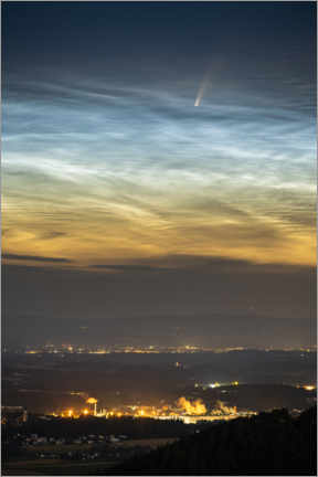 Premium poster Comet NEOWISE and noctilucent clouds over Austria