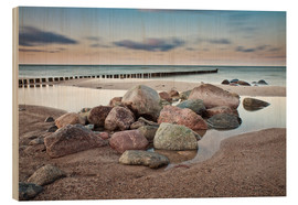 Hout print  Stones and groynes on shore of the Baltic Sea. - Rico Ködder