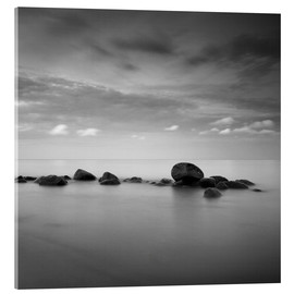 Acrylglas print  Stones on the sea beach - black and white - Frank Herrmann