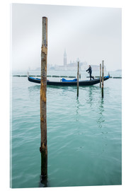 Acrylglas print  Gondolier with his gondola on the water in Venice in fog - Jan Christopher Becke