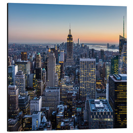 Aluminium print  Empire State Building en wolkenkrabbers in de schemering, New York