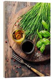 Hout print  Herbs and spices on wooden board