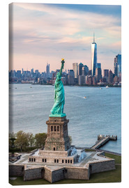 Canvas print  Statue of Liberty and One World Trade Center - Matteo Colombo