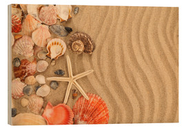 Hout print  Shells and starfish on sand