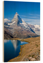 Hout print  Hikers walking on the path beside the Stellisee with the Matterhorn reflected. Zermatt Canton of Val - Roberto Sysa Moiola