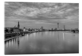 Acrylglas print  Düsseldorf skyline in the evening in black and white - Michael Valjak