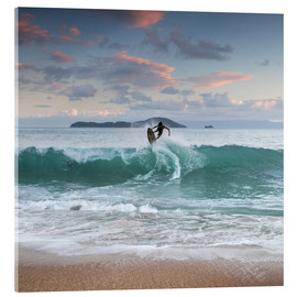 Acrylglas print  Surfing at sunset in paradise - Alex Saberi
