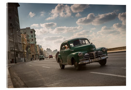 Acrylglas print  Cuban american car driving through Havana, Cuba. - Alex Saberi