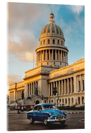 Acrylglas print  Vintage car in historic Havana - John & Lisa Merrill